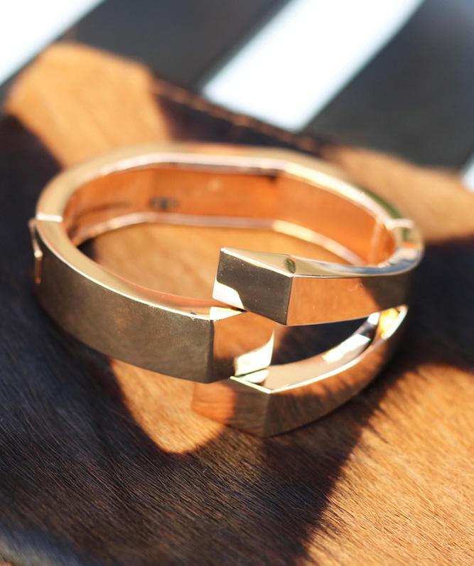WiseWear: Fashion's First Smart Bracelet